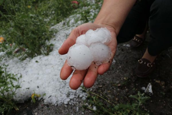 Lluvia de granizos sorprende en Estambul