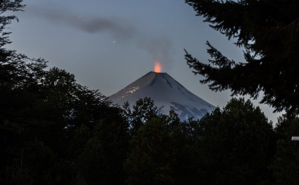 Según estudio los deshielos como el de Torres del Paine aumentan actividad volcánica