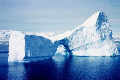 Científicos alertan alteración en la composición del agua del Ártico por deshielos