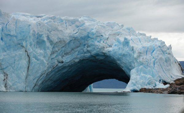 Se inicia ruptura de un arco de hielo en el glaciar Perito Moreno