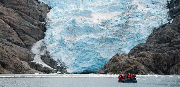 Científicos chilenos señalan que derretimiento de glaciares podría acidificar el océano