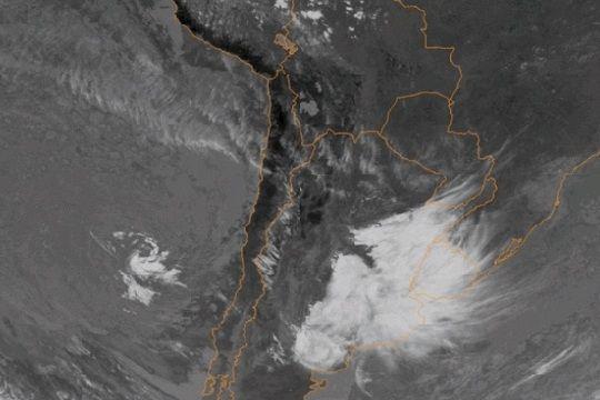 Tormenta subtropical frente a las costas de Chile asombra a meteorólogos del mundo
