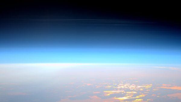 Qué son las extrañas nubes nocturnas y brillantes que se están volviendo cada vez más visibles