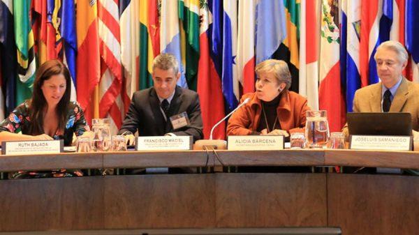 Expertos recalcan urgencia de la descarbonización de las economías para frenar deuda ecológica y concretar el gran impulso ambiental