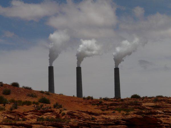 Trump planea iniciativa que podría elevar las emisiones de carbono